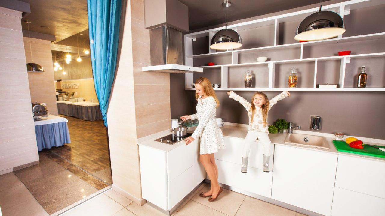 Детская шведская линия и кухня для мам